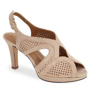 Clarks Delsie Grace Slingback Sandal Tan Cream 8.5